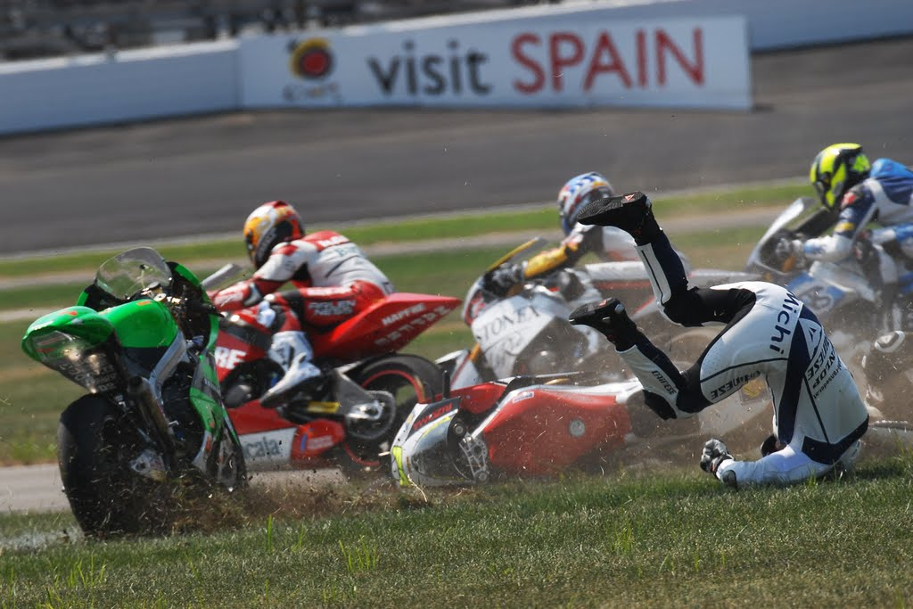 moto 2 multiple crash